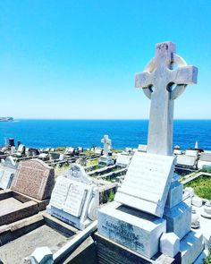 In Sydney the dead have the best views. #waverleycemetery  #waverley #sydney #visitsydney #cemetery #graveyard #hautausmaa #hauta #pacific #tyynivaltameri #travel #matkalla #reissu #mondolöytö #ig_travel  #cntravel #passionpassport (via Instagram)