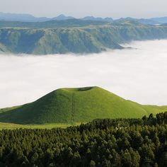 Aso is a stunning volcano in Kyushu, #Japan. It is a UNESCO World Geo Park and has the world's largest caldera spanning 23,000 hectares. One of its craters is know as Komekuza which covered in grass from early summer to autumn. #clbobaltravel