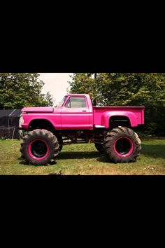 Cool Pink Truck<3 YES PLEASE!wow love this truck. how cool is it?