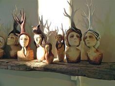 """Crystal Morey """"В своих работах я использую глину для создания фигуративной скульптуры человека, заключенного в животных. Я использую животных, которые либо вымерли, либо попали под угрозу исчезновения из-за антропогенного воздействия со времен промышленной революции. В основе лежит концепция современных экологических проблем, в то время как визуальная структура вызывает тотемные чувства."""""""