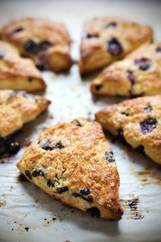 Bakery Style Blueberry Scones – Pinch of Yum Blueberry Scones that taste fresh from the bakery! Juicy blueberries, crunchy turbinado sugar, and perfect browned for breakfast or brunch. Blueberry Recipes, Sweet Bread, Cake Pops, Dessert Recipes, Scone Recipes, Bakery Recipes, Pie Recipes, Appetizer Recipes, Sweet Tooth