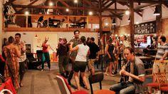 Zážitková taneční párty - zábava, tanec, povídání, karaoke, hry, akrobacie... Přijďte se s námi uvolnit do rytmu hudby!