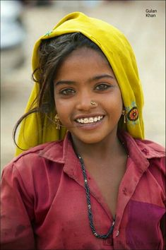 Most Beautiful and Amazing Eyes Photography. Beautiful eyes to be sure but I love her infectious smile. Beautiful Smile, Beautiful Children, Beautiful People, Most Beautiful, Eye Photography, Children Photography, People Photography, Beauty Around The World, Cool Eyes