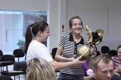 A Ana, nossa designer mega competente, ganhou um ovo de Páscoa do tiMMMe! Em uma votação que fizemos entre todos os integrantes, ela foi a vencedora: a participante que mais proporcionou momentos UAU à toda Meu Móvel de Madeira na semana da Páscoa. \o/
