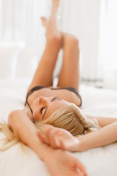 12 Tips/pose ideas for Boudoir Pictures