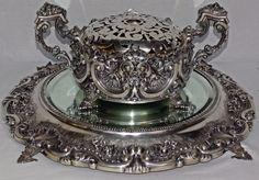 Floreira em prata portuguesa, contraste Águia; punção do prateiro, cinzelada com cabochons, conchead