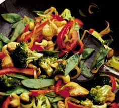 Broccoli, chicken & cashew nut stir fry These ingredients are good sources of folic acid – healthy food never tasted so good Bbc Good Food Recipes, Cooking Recipes, Healthy Recipes, Healthy Food, Healthy Eating, Chicken And Cashew Nuts, Winter Root Vegetables, Mixed Vegetables, Veg Soup
