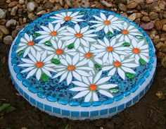 mosaic stepping stones patterns | Purchase a bag ofpremixed concrete at a gardening or hardware store ...