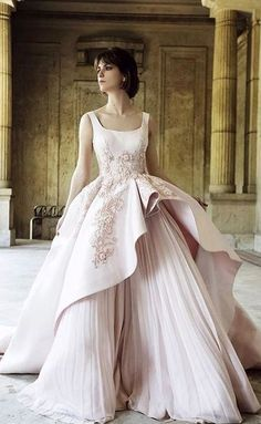Capping off the series of royal wedding-worthy gowns posted today with this full-skirted number by Shahira Lasheen. It's no secret that we love wedding gowns, and we think this couture creation would be a perfect pick! Gorgeous Wedding Dress, Beautiful Gowns, Beautiful Outfits, Bridal Dresses, Wedding Gowns, Prom Dresses, Fru Fru, Pretty Dresses, Dream Dress