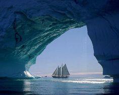 19 décembre 2013 A yacht sailing through an iceberg arch in Greenland. Bing Wallpaper, Ocean Wallpaper, Wallpaper Gallery, Computer Wallpaper, Hd Desktop, Desktop Wallpapers, Bing Backgrounds, Wallpaper Backgrounds, Wallpaper Downloads