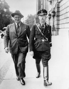 Hermann Göring & Heinrich Himmler on the way to the Reichstag, 1932.