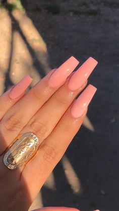 There are three kinds of fake nails which all come from the family of plastics. Acrylic nails are a liquid and powder mix. They are mixed in front of you and then they are brushed onto your nails and shaped. These nails are air dried. Diy Acrylic Nails, Summer Acrylic Nails, Acrylic Nail Designs, Acrylic Nails Coffin Ballerinas, Baby Pink Nails Acrylic, Acrylic Nail Shapes, Pink Acrylics, Acrylic Colors, Acrylic Art