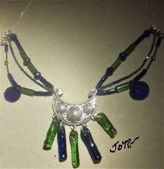 """Voici ce que je viens d'ajouter dans ma boutique #etsy : Collier """"Mille et une nuits"""" en verre bleu et vert unique, prestigieux et éclatant à la lumière. http://etsy.me/2FeMR2V #bijoux #collier #bleu #verre #non #filles #oui #vert #fermoirmousqueton"""