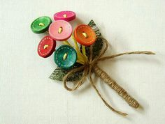 Looking for unique boutonniere ideas for your wedding? Check out 15 of our curated boutonnieres to make for your DIY wedding, or buy online from Etsy. Button Bouquet, Diy Bouquet, Button Flowers, Bridal Bouquets, Boutonnieres, Rustic Boutonniere, Wedding Boutonniere, Button Art, Button Crafts