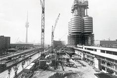Munich - BMW Tower: The single floors were finished at the ground and then pulled up step by step.