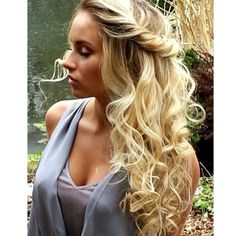 I love this hairstyle!  So simple yet extravagant!