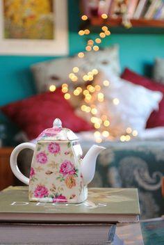 Teapot, feryfoo on Flickr http://www.flickriver.com/photos/feryfoo/4216667927/
