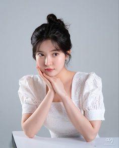 Alternative Makeup, Sewing Doll Clothes, Korean Girl Fashion, Korean Actresses, Grunge Hair, Hey Girl, Pent House, Korean Women, Pretty People