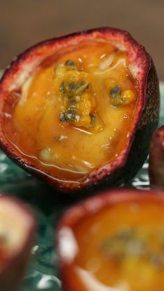 It only takes 5 ingredients to make this simple, sweet and creamy passion fruit crème brûlée. Creme Brulee Ingredients, Keto Blueberry Muffins, Cream Brulee, Mousse, Passionfruit Recipes, Souffle Recipes, Healthy Fruits, Christmas Desserts, Cake