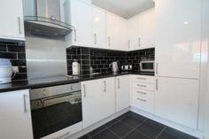 High Gloss White Kitchen, Black And White Google, Best Floor Tiles, White Kitchen Cabinets, Black Kitchens, Modern, Kitchen Ideas, Home Decor, Image