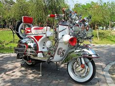 Mod Mod Scooter, Scooter Motorcycle, Scooter Girl, Piaggio Vespa, Lambretta Scooter, Vespa Scooters, Custom Vespa, Push Bikes, Motor Scooters