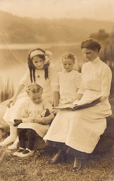 Edwardian mother and three daughters by sctatepdx, via Flickr