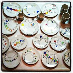 plates & cups + Sharpie Sharpie Plates, Sharpie Paint Pens, Sharpie Crafts, Sharpie Art, Clay Crafts, Painted Ceramic Plates, Painted Mugs, Hand Painted, Pottery Painting