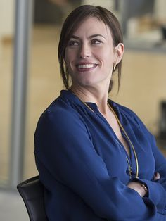 Still of Maggie Siff in Billions - © 2015 Showtime Long Wavy Haircuts, Billions Showtime, Maggie Siff, Female Movie Stars, Sweaters And Jeans, American Actress, Actors & Actresses, My Girl, Tv Shows