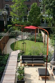 Best Landscaping For Front Of House Front Yard Garden Design, Small Front Yard Landscaping, Garden Yard Ideas, Porches, Modern Front Yard, Wooden Pergola, Metal Pergola, Rooftop Garden, Small Gardens