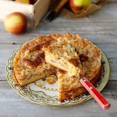Toscakaka med äpple Swedish Recipes, Sweet Recipes, Pear Dessert, Good Food, Yummy Food, Blue Berry Muffins, Something Sweet, Cookies Et Biscuits, Cakes And More