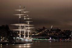 😲 White Ship on Port at Night - new photo at Avopix.com    🏁 https://avopix.com/photo/39809-white-ship-on-port-at-night    #marina #city #waterfront #water #cityscape #avopix #free #photos #public #domain