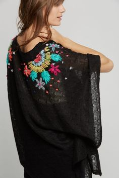 Bright colors on black got me like Embroidery On Clothes, Wool Embroidery, Embroidered Clothes, Embroidery Patterns, Fashion Details, Diy Fashion, Womens Fashion, Mode Crochet, Mexican Embroidery