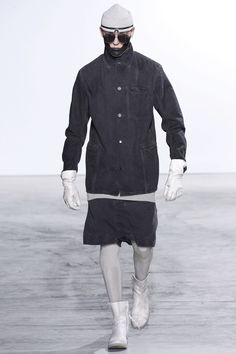 See the complete Boris Bidjan Saberi Fall 2016 Menswear collection.
