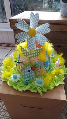Kids Easter Hat Ideas - - Loads of creative Easter Hats or also known as Easter Bonnets ideas to help inspire you with this years creation. Easter Bonnets, Easter Eggs, Easter Table, Easter Bunny, Easter Hat Parade, Easter Garden, Spring Hats, Diy Ostern, Crazy Hats