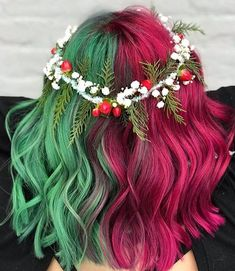 5 Christmas Hair Trends 2018 Rainbow Hair Colour is part of braids - Looking for some Christmas hair inspiration for the holidays Christmas has always been a time for festive flair Find out what Christmas hair styles are blowing up this year Cute Hair Colors, Pretty Hair Color, Hair Dye Colors, Hair Color Dark, Pelo Multicolor, Split Dyed Hair, Christmas Hair, Christmas Trends, Merry Christmas