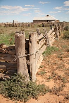 The old Wool Shed and fences, built in 1869 out of locally harvested trees, Mungo National Park, New South Wales Country Fences, Rustic Fence, Country Farm, Country Life, Country Roads, Cottage Garden Design, Old Fences, Country Landscaping, Back Road