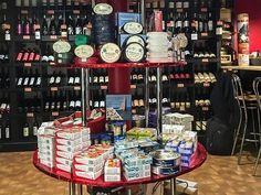 La Vendimia d'Espagne - Cave à vins et épicerie espagnole - Paris 18 Sangria, Liqueur, Liquor Cabinet, Paris, Holiday Decor, Desserts, Wine Cellar, Red Wine, Alcohol