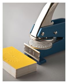 อยากได้นามบัตรแบบ Paper Press แบบนี้อ่ะ (เค้าเรียก paper press ป่าวนิ)