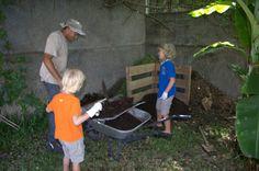 """"""" Hier, on a aidé Laurent à jardiner. """" Armand en ief.  Un blog qui est en train de devenir une lecture importante pour notre fils : il m'a demandé de relire plusieurs fois cet article ET les commentaires. Je crois que le commentaire numéro 1 l'a beaucoup amusé ! lol"""