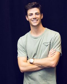 grant gustin He is reallyy awesome ❤❤ Concessão Gustin, Barry Allen Flash, The Flash Grant Gustin, Cw Series, Fastest Man, Supergirl And Flash, Hot Actors, Dc Heroes, Star Wars
