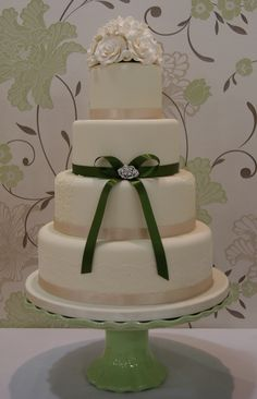 really cool wedding cakes    http://www.lizfields.com