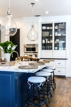 This kitchen is sure to draw in a crowd.
