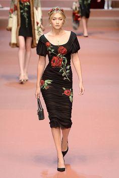 Paris'ten bir Gigi Hadid esti geçti...