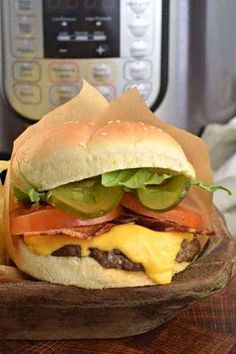 The BEST Instant Pot Hamburgers Recipe- skip the drive thru tonight and make these thick and juicy burgers at home! The BEST Instant Pot Hamburgers Recipe- skip the drive thru tonight and make these thick and juicy burgers at home! Best Instant Pot Recipe, Instant Pot Dinner Recipes, Easy Dinner Recipes, Instant Pot Pressure Cooker, Pressure Cooker Recipes, Pressure Cooking, Hamburger Recipes, Crockpot Recipes, Cooking Recipes