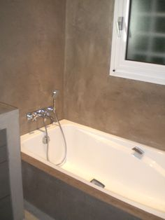 Salle de bain en résine aspect béton ciré