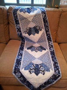 Table runner--like I said before: I'm a blue freak, and this is just gorgeous!
