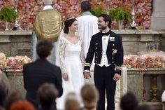 Det indforståede - og kærlige - blik og smil, som det nygifte prinsepar udveksler vidner om, at nu tager de to snart fusen på alle deres over 300 bryllupsgæster. Foto: TT NEWS AGENCY