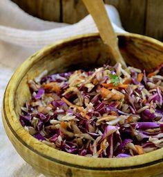 Jerusalem artichoke salad 200g topinambai 200g raudonieji kopūstai 1 morka dvi šakelės šviežių petražolių druska alyvų aliejus balzamiko actas