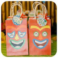 Luau Gift Bags Luau Party Luau Birthday Party by KraftsbyKaleigh Hawaiian Birthday, Luau Birthday, Hawaiian Luau, Birthday Ideas, Hawaiian Parties, Third Birthday, Birthday Cards, Party Gift Bags, Party Gifts