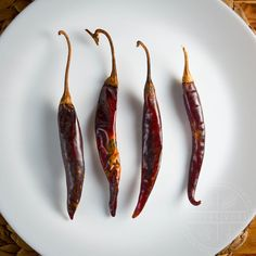A handy primer and guide to the most common and important Mexican chilies, arranged categorically, with links to individual guides for each variety. Dried Peppers, Red Chili Peppers, Mexican Cooking, Mexican Food Recipes, Guajillo Chili, Mexican Chili, Asian Grocery, Mexican Dishes, Stuffed Hot Peppers